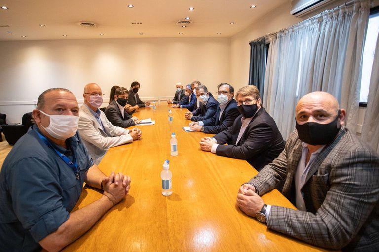 Kicillof, en el encuentro con los representantes de la salud privada, en el que estuvo acompañado por los ministros Gollán y Berni.