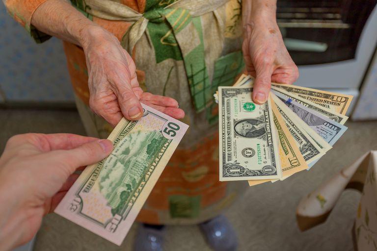 """Engañaron con un """"corralito"""" a una mujer de 93 años y se llevaron $ 4.500.000"""