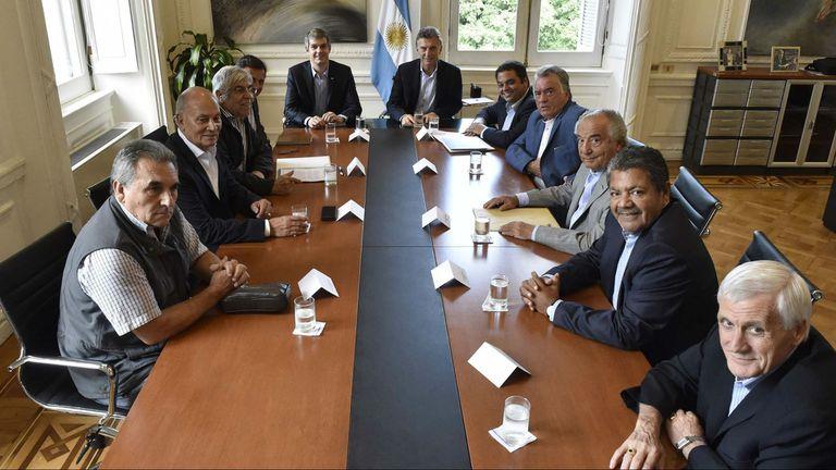 Macri y las centrales obreras, en una reunión de febrero pasado