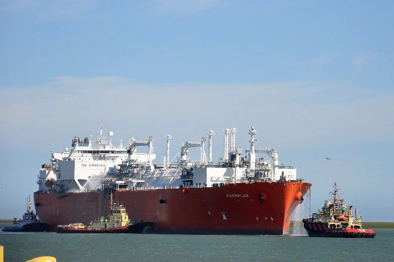 El Exemplar aún está amarrado en el Puerto de Bahía Blanca; en pocos días, y después de 10 años, partirá de la Argentina