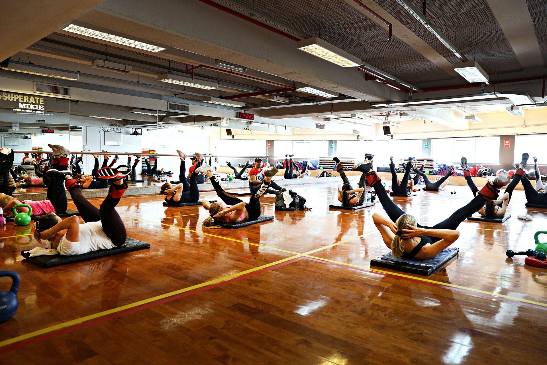 Clase de fitness indoors en el Megatlon de Paseo Alcorta