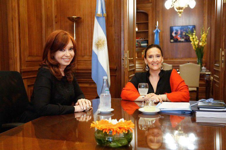 La foto del traspaso en el Senado entre Cristina Kirchner y Gabriela Michetti