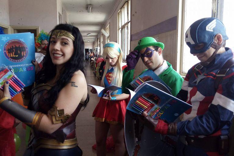 La Liga de Superhéroes y Villanos, de la que participan hoy más de 50 personas, comenzó en 2013 con una campaña de donación de sangre para el hospital Garrahan.