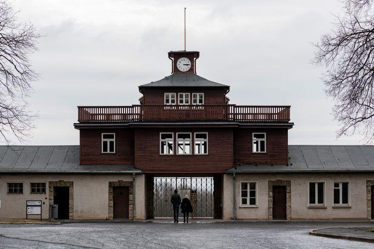 Se trata de Buchenwald, donde las autoridades denunciaron que algunos incluso utilizan trineos en las antiguas fosas comunes