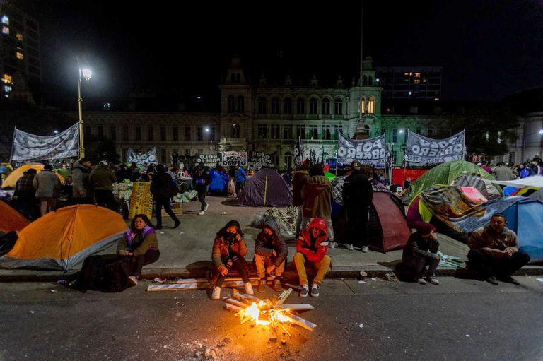 Acampe en el Palacio Pizzurno e inmediaciones en pedido de conectividad para todas las escuelas y sus alumnos