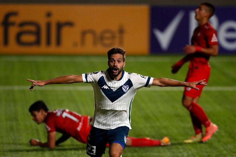 Agustín Bouzat ganó experiencia en Vélez, creció futbolísticamente y ahora sabe que su pase se queda en Liniers.