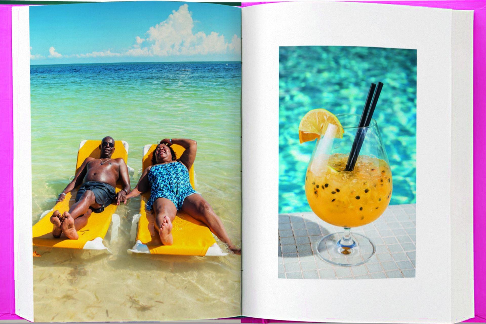 Puro relax en Montego Bay, Jamaica. Caipiroska de maracuyá en una pileta de Buenos Aires.