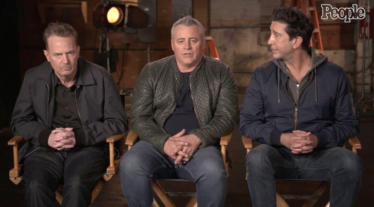 Matthew Perry llamó la atención en la entrevista que dio a People junto a otros actores de Friends, como David Schwimmer y Matt LeBlanc