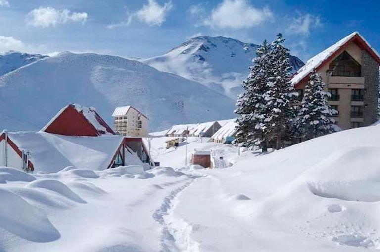 """Temporada """"en blanco"""": los centros de esquí, cerrados y con récords de nieve"""