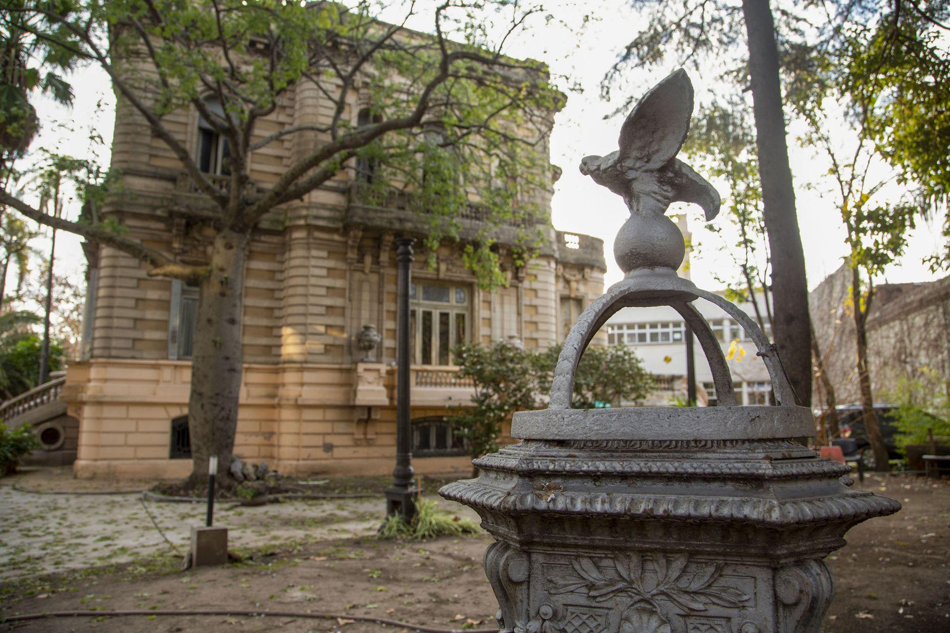 El Palacio Ceci se encuentra en la avenida Lincoln al 4300 y conserva su estructura intacta y valiosísimos objetos originales de la época