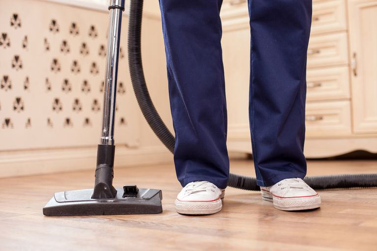 El personal de tareas domésticas está alcanzado por las normas generales dispuestas por el Gobierno para los empleados bajo relación de dependencia