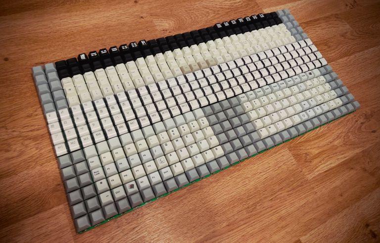 Una vista del peculiar teclado creado por Ben Rose, diseñado con 450 teclas