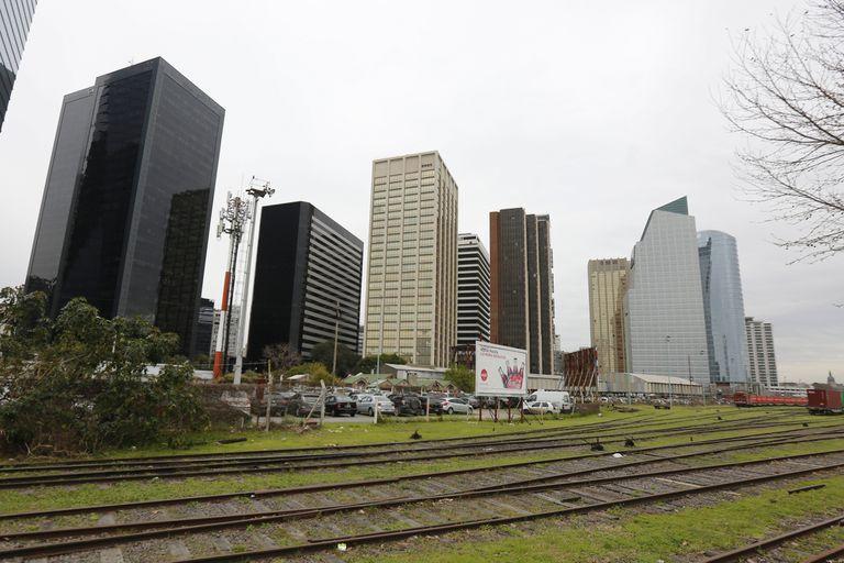 Cuestionan las subastas de tierra pública de la ciudad