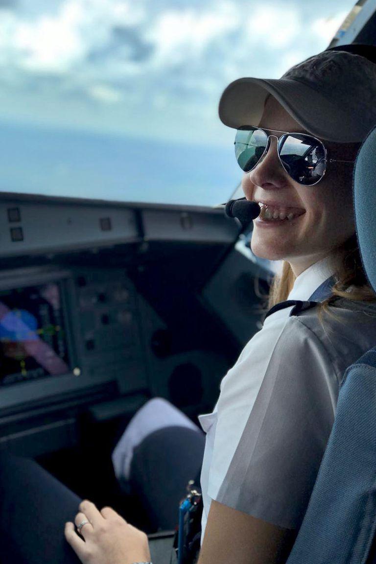 Lucía Rojas tiene 26 años y es pilota de Airbus 320 en Jetsmart
