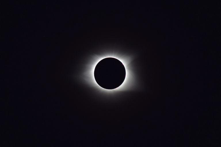 Las recomendaciones para no dañar la vista al observar el eclipse