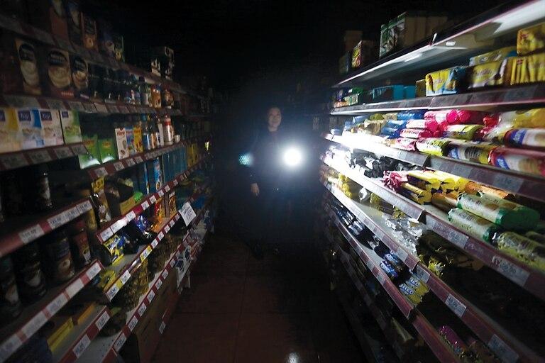 En medio de una ola de calor, los cortes de luz afectan a casi 45 mil usuarios de Edenor y Edesur