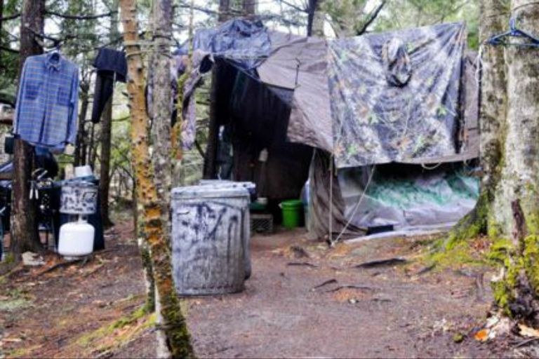 El campamento de Knight estaba en un claro cerca de North Pond