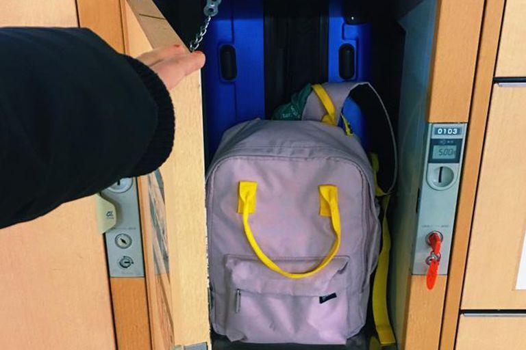 Mi valija y mi mochila en un locker de Japón