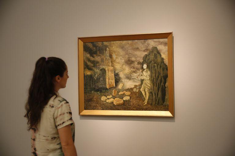 Arte, ciencia, espiritualidad, magia, alquimia y naturaleza están representados por infinidad de símbolos en decenas de pinturas, dibujos y bocetos reunidos en esta muestra coproducida por el Malba y el MAM
