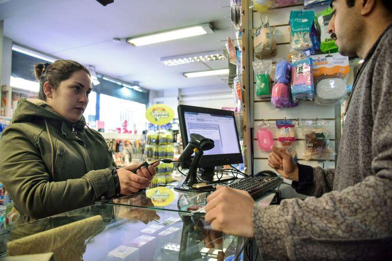 Venta legal de marihuana en una farmacia uruguaya