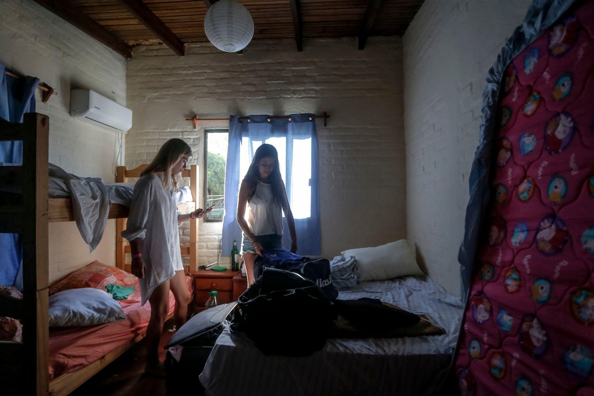 Los jóvenes se organizan para poder economizar y convivir los días de vacaciones