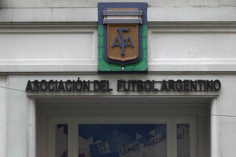 La AFA trianguló dinero que le dio la Conmebol