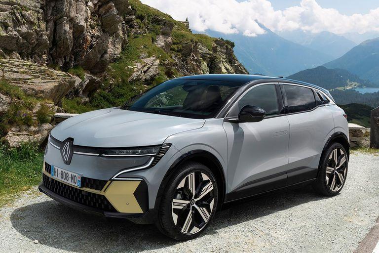 Renault Mégane E-Tech. Los hatchbacks europeos toman las normas de un SUV; en especial, la posición alta de manejo