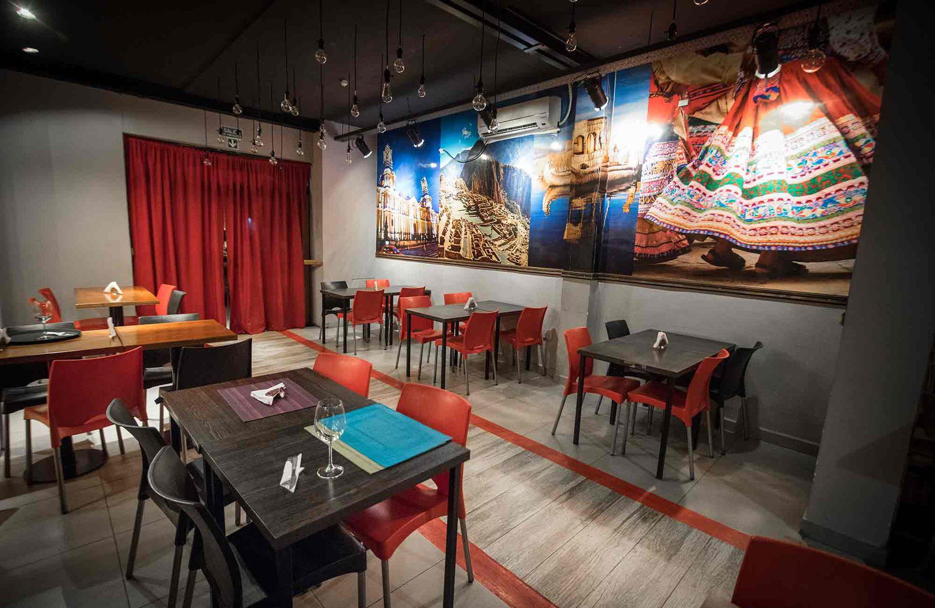 El colorido salón de T´íkay, inspirado en la cultura peruana.