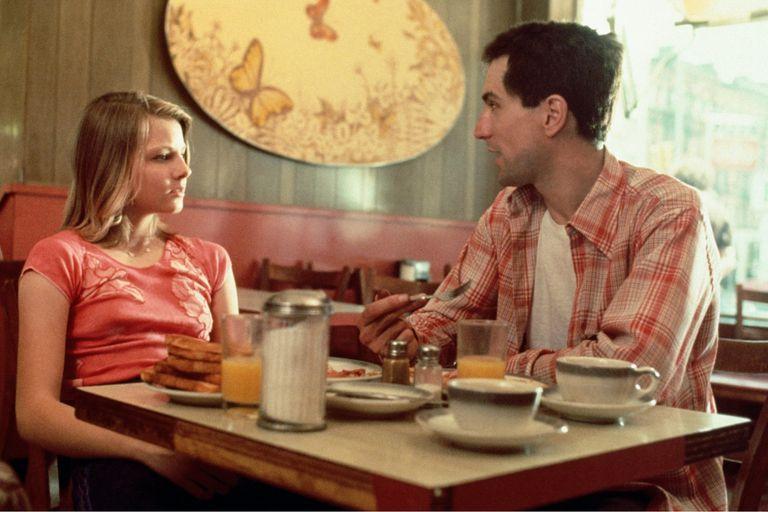 Jodie Foster y Robert De Niro en Taxi Driver.