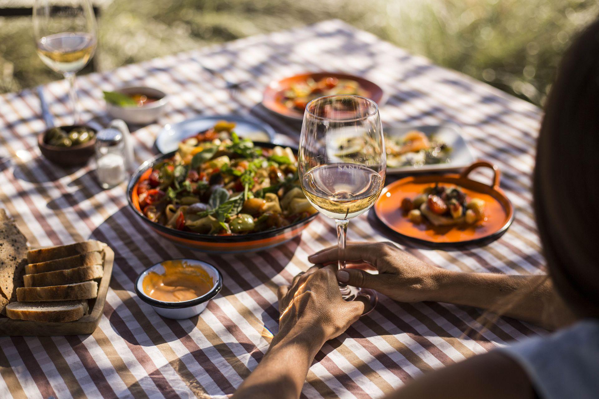 Julia Zuccardi rompió las estructuras cuando ideó en 2012 el espacio gourmet Pan y Oliva en la bodega que lleva su nombre, sin apelar al menú de pasos, ni al maridaje.