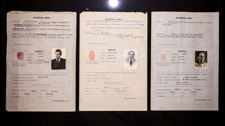 Los pasaportes de la Cruz Roja, con nombres falsos, usados por Josef Mengele, Klaus Barbie y Adolf Eichmann