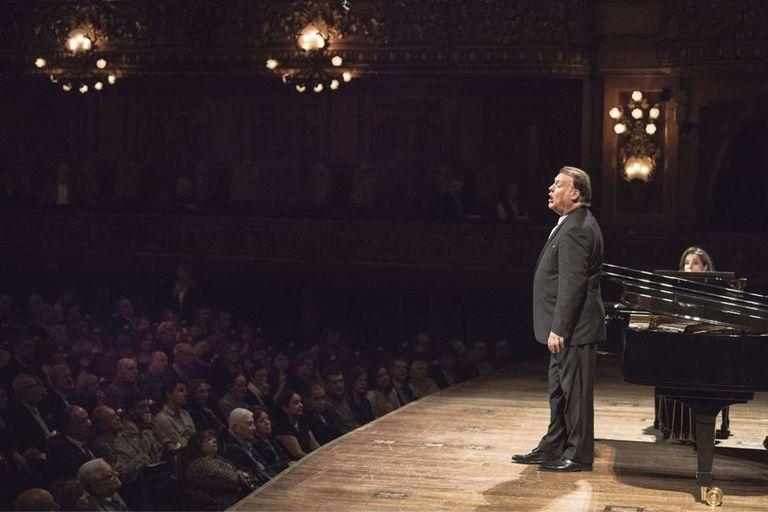 La excelencia del showman, en un recital a su medida