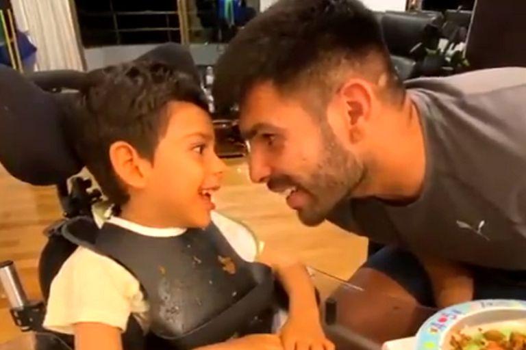 El tierno video de Silvio Romero, goleador del Rojo, cantándole a su hijo