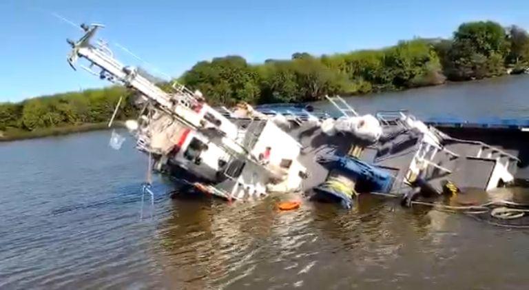 Se hundió un barco remolcador tras un choque con un buque de gran tamaño