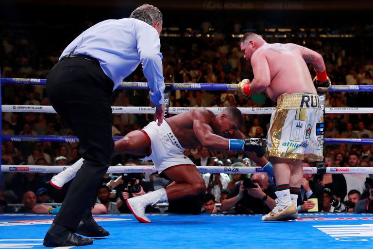El gigante Joshua se derrumba por el poder de los puños de Ruiz; David venció a Goliat