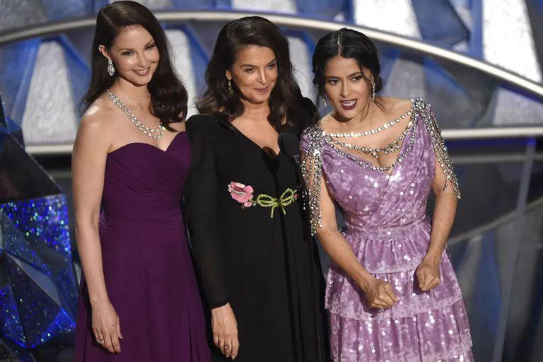 Ashley Judd, Annabella Sciorra y Salma Hayek, tres de las mujeres que acusaron a Harvey Weintein, en la última entrega de los premios Oscar