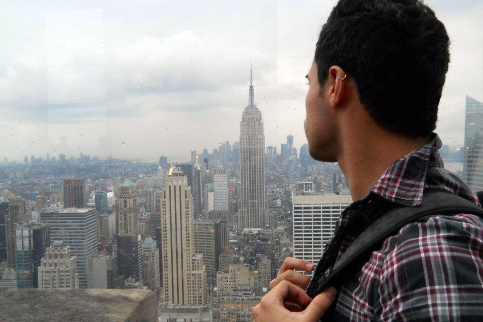 Mario en Nueva York, una ciudad de dicotomías extremas.