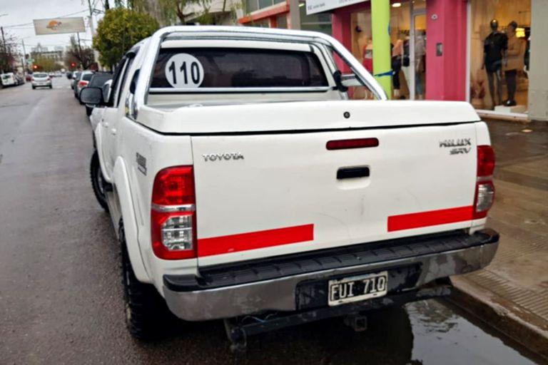 La camioneta donde fue hallado el cuerpo de la víctima