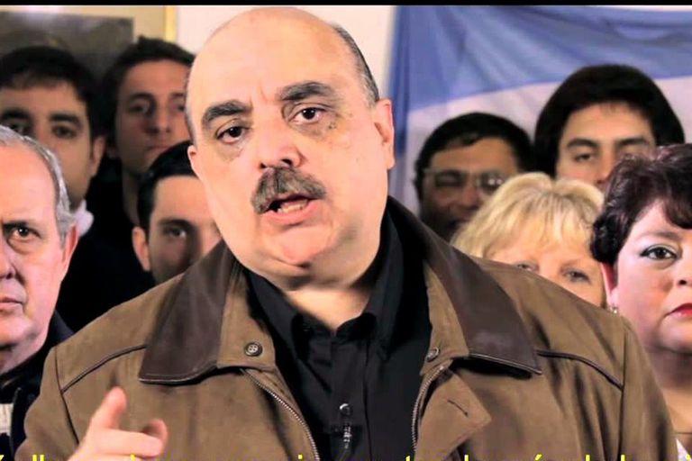 Alejandro Biondini, candidato a diputado, reivindicó públicamente a Hitler y el nazismo. Su partido Nuevo Triunfo fue prohibido por la Justicia en 2009. Desde 2014 lidera Bandera Vecinal.