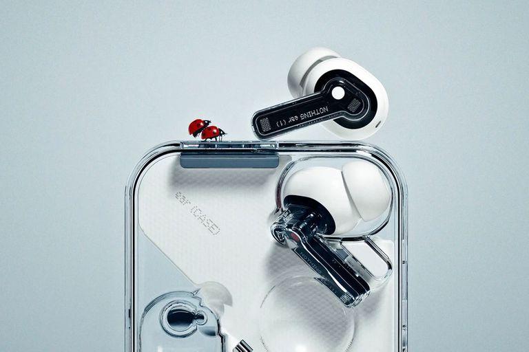 Nothing presenta sus primeros auriculares inalámbricos transparentes con 25 horas de autonomía