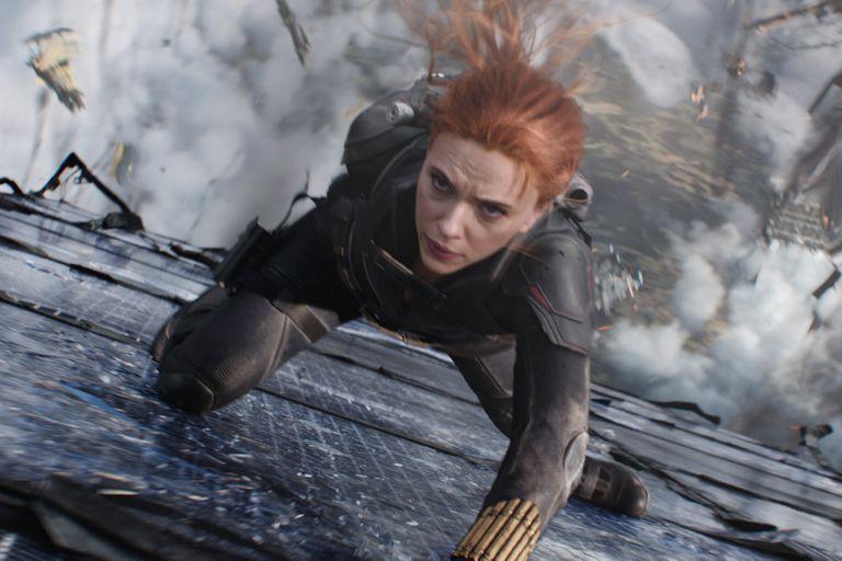 Scarlett Johansson, en una escena de su nueva película, Black Widow