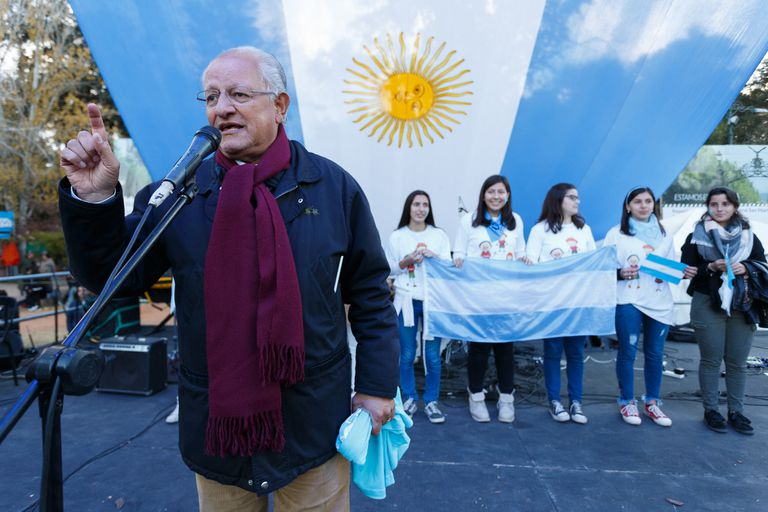 El fundador de Conin, Abel Albino en el acto contra el aborto. En el parque Gral. San Martín, en Mendoza