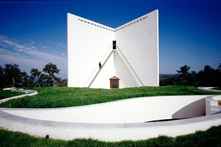 Imaginada en 1974 y creada en 2006, su Casa de Retiro Espiritual de Sevilla marca el inicio de una era