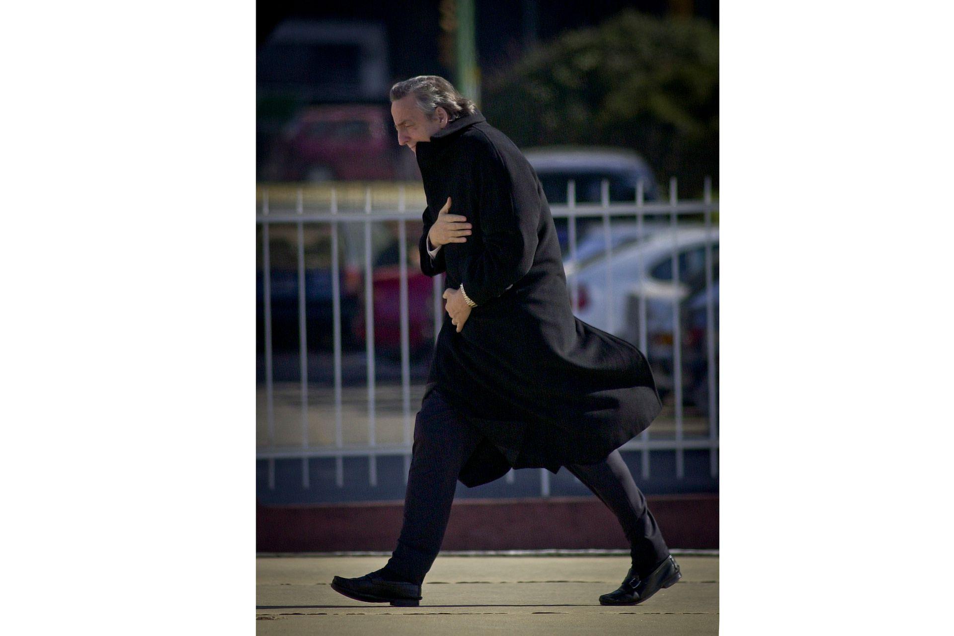 El presidente Néstor Kirchner, recuperado de una gripe, en el helipuerto presidencial el 31 de mayo de 2004