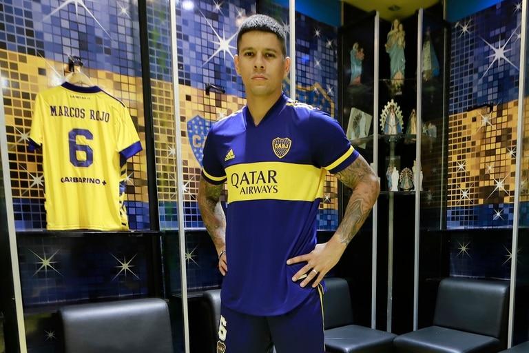 La estampa de Rojo con la camiseta de Boca, en el vestuario de la Bombonera.