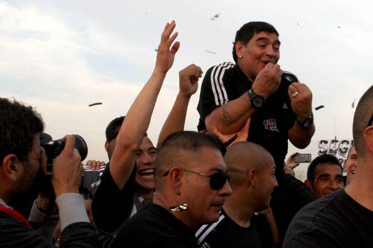 Maradona, en andas