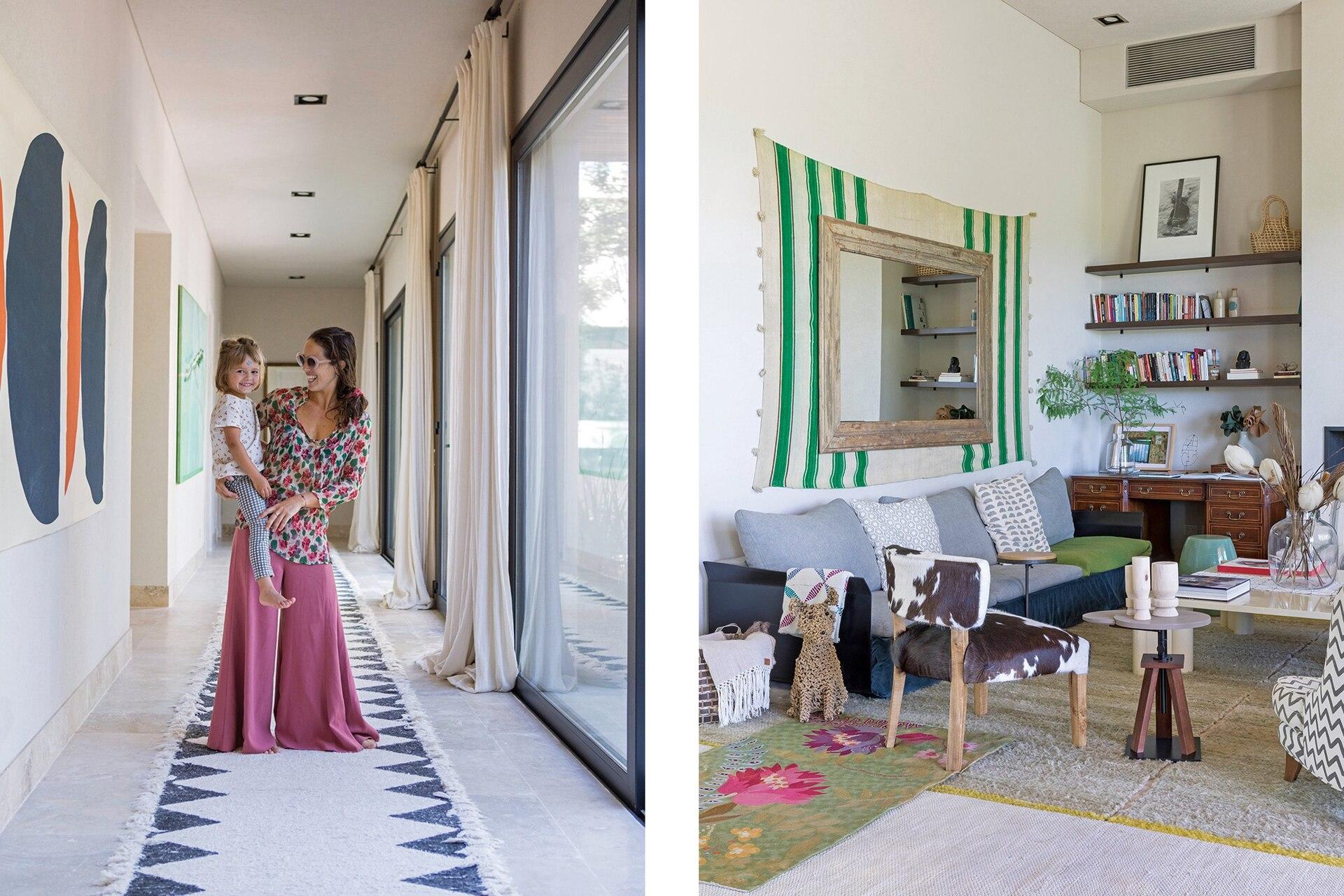 Rosario con Río en el pasillo que conduce a distintos ambientes, con aberturas hacia el patio. En el living, la alfombra traída desde Sotogrande le da nueva dimensión al espejo.