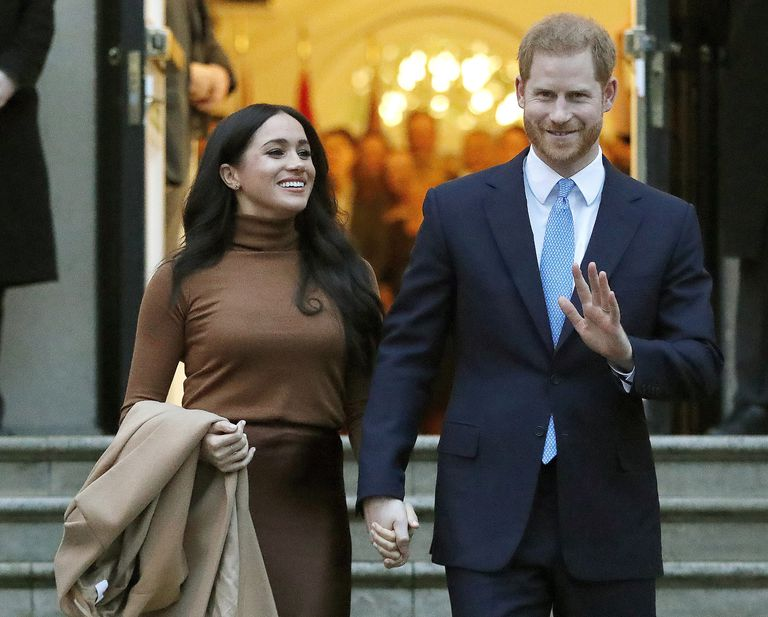 El príncipe Enrique y su esposa Meghan, duquesa de Sussex, después de visitar la Casa de Canadá en Londres, el 7 de enero de 2020. La pareja tuvo su segundo bebé, una niña, el viernes 4 de junio de 2021 en California. (AP Foto/Frank Augstein, File)