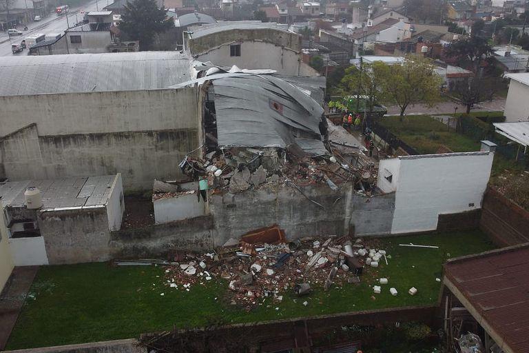 Explosión en una fábrica textil en Mar del Plata, se derrumbó una casa lindera
