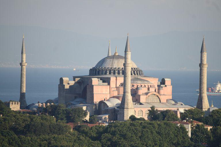 Conflicto en puerta. Turquía reconvierte la icónica Santa Sofía en una mezquita